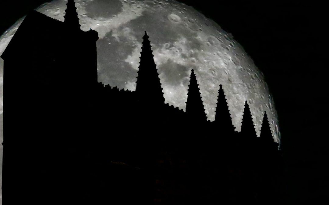 La luna embruja a Bonilla